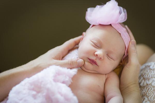 如何保持新生儿肚脐干爽