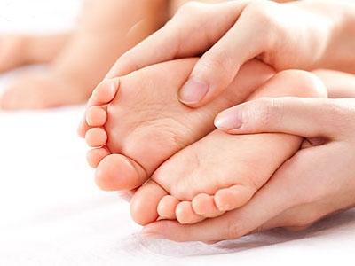 小儿手足口病是由什么原因引起的