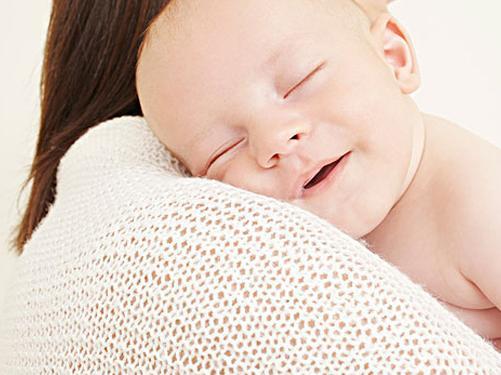 正确抱新生儿的方法