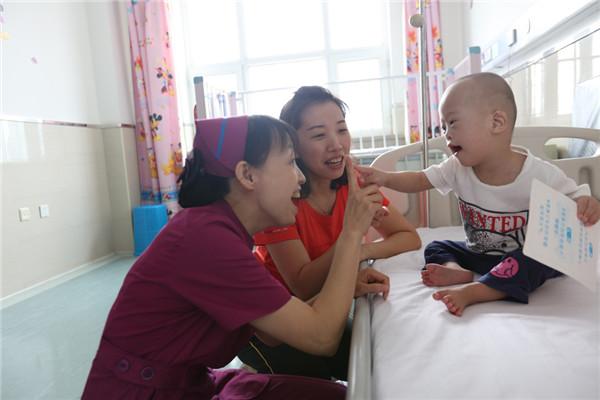 如何治疗小儿先天性心脏病