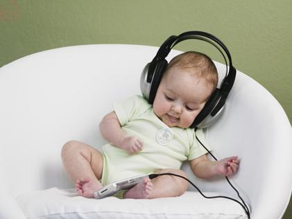 如何细心呵护新生儿听觉 爸妈要注意这4个方面