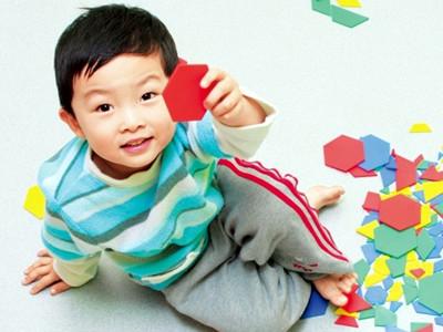 教宝宝玩拼图的方法