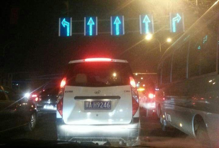 含有反光材料的公路反光标牌?天宝交通与您分享