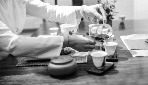 女性经常饮茶对骨密度有很大的好处