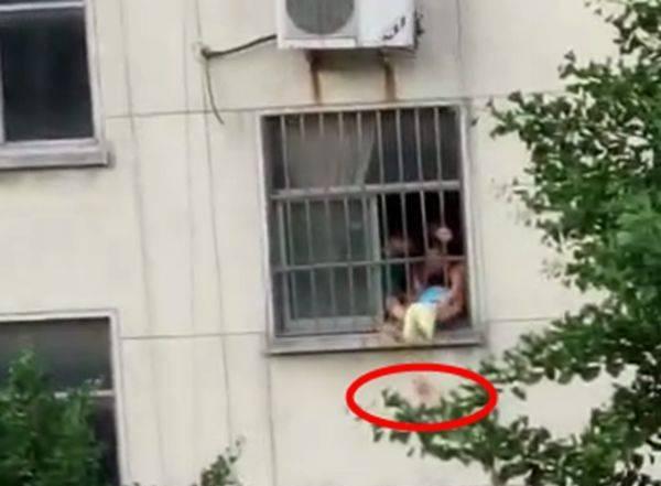 男童18楼坠落生还 好在有惊无险