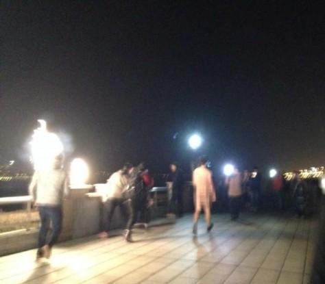 长沙五名男子当街裸奔,原因让人唏嘘