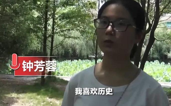 """北京大学考古系迎来""""团宠""""钟芳蓉今天已经入校报道"""