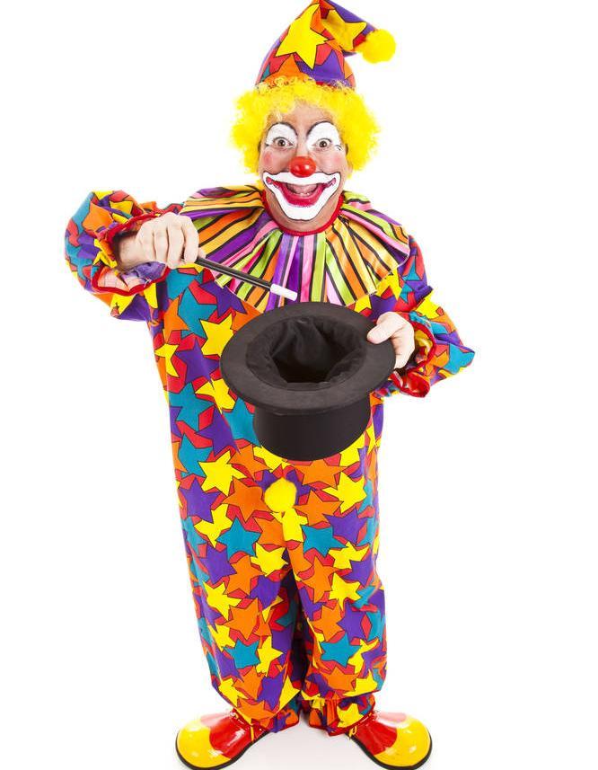 魔术师用50个气球成功飞越沙漠